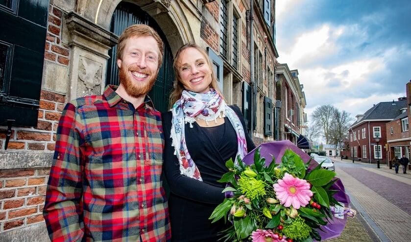 Dennis en Marianne werden op het Stadhuis in Naarden gehuldigd.