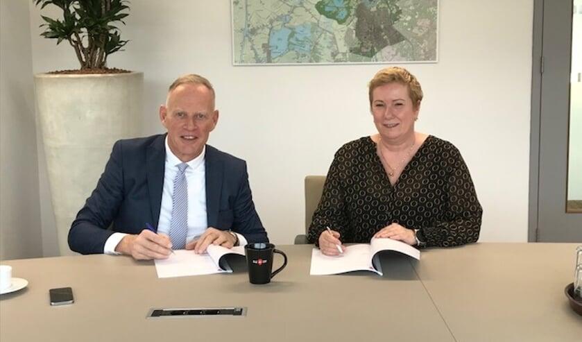 Burgemeester Han ter Heegde en mevrouw Karin Krijnen van MMA.