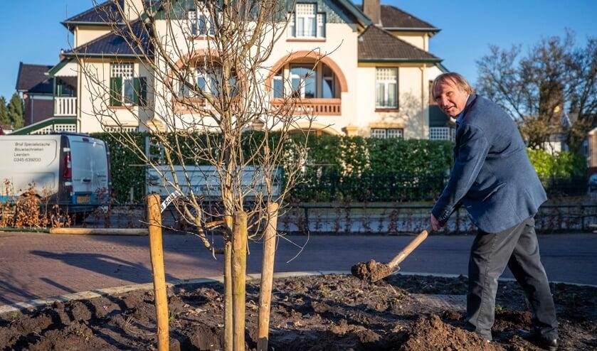 Frans van Osch en zijn boom.
