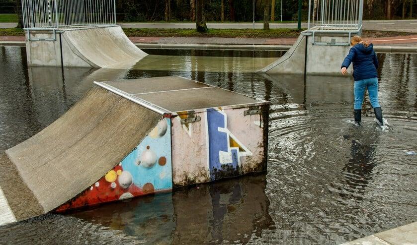 Niet normaal hoeveel water er steeds op de skatebaan staat.