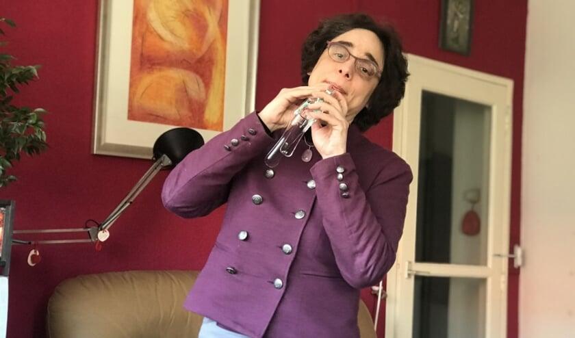 Esti Eberhart is zondag tijdens Gluren bij de Buren te zien in het huis van Karin de Groot.