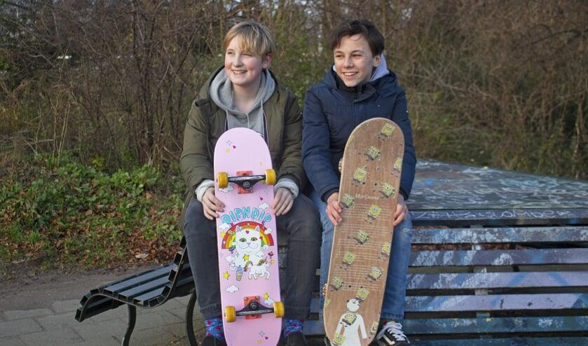 Thomas de Graaf (links) en Max Verdoes kunnen niet wachten op ene skatepark in Muiden.