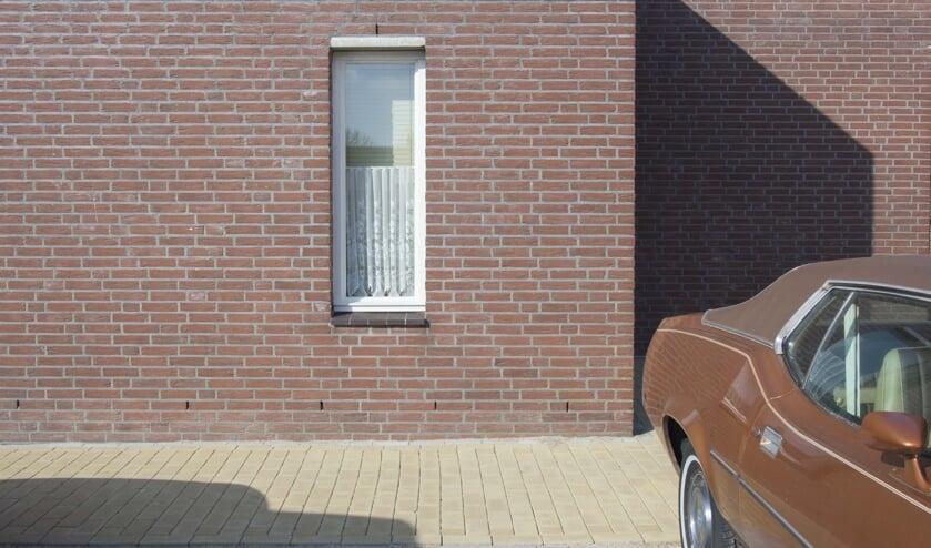 Kristel's werk bestaat uit details van huizen en straten in typisch Nederlandse wijken.