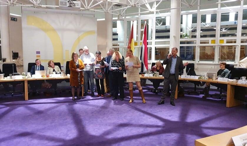 Bij hoge uitzondering een muzikaal optreden tijdens een raadsvergadering van de raadswerkgroep cultuur.