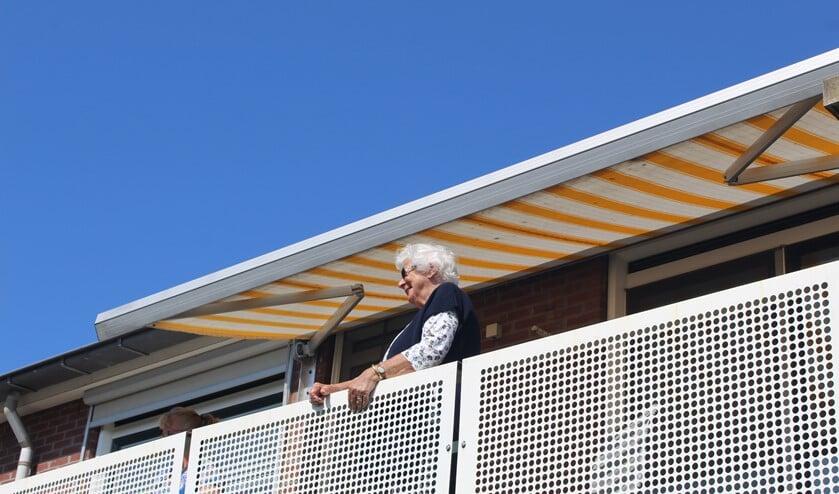 Mevrouw Blom woont in De Drifter en mocht al genieten van een optreden.
