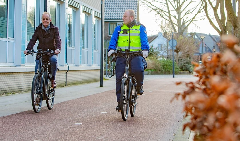 Burgemeester Niek Meijer ging gisteren samen met boa Danny Knaap op pad.