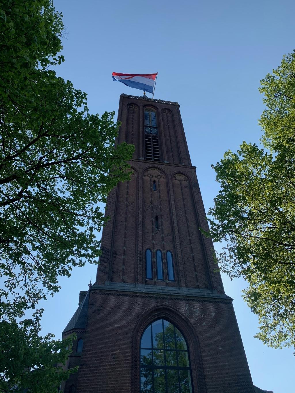Vlag in top van Sint Vituskerk. Foto:  © Enter Media