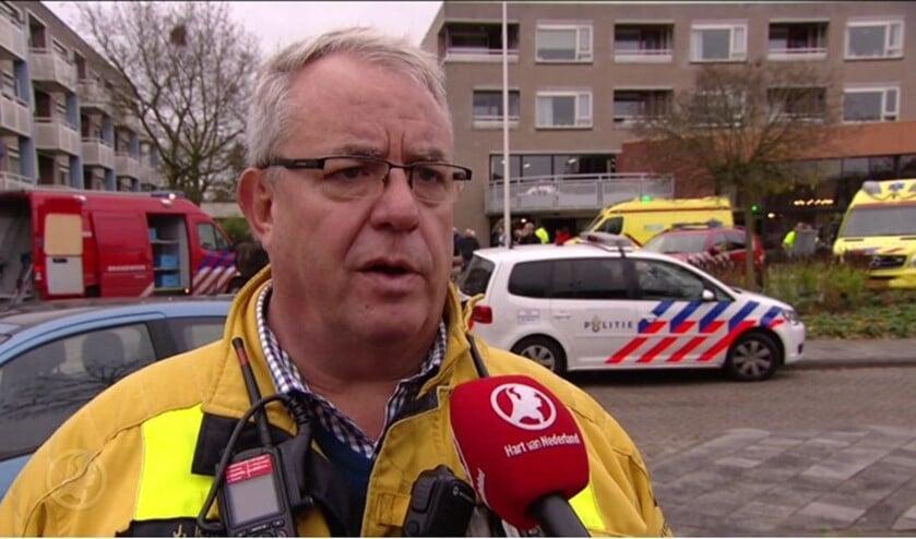Joop Huizing als woordvoerder bij een grote inzet in de regio.