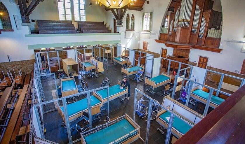 De kerk is omgebouwd voor de opvang van maximaal 15 patiënten.
