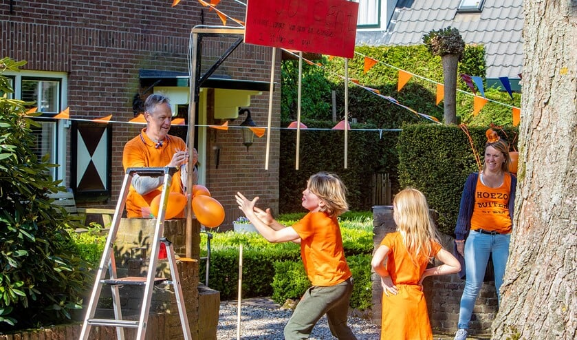 De kinderen konden onder andere 'stokvangen' bij een van de buurtbewoners op de oprit.