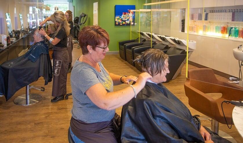 Ook bij Arti Hair in Huizen is de kapsalon zo ingericht dat er geknipt kan worden volgens de coronamaatregelen.