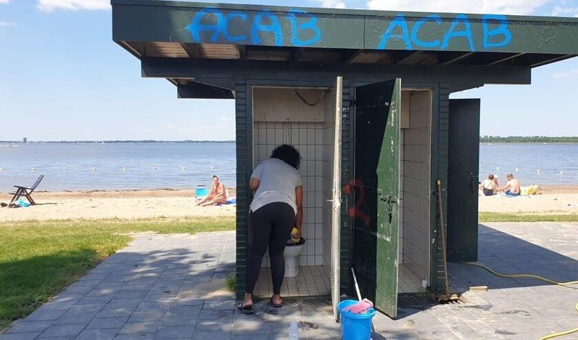 Schone toiletten op het strandje in Blaricum.