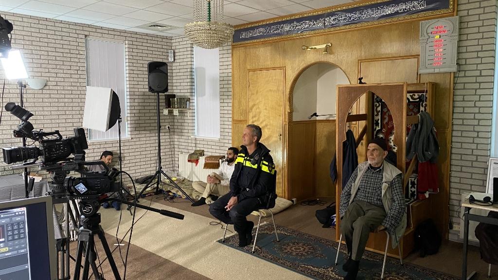 De wijkagent kwam een kijkje nemen. Foto: VIGN © Enter Media