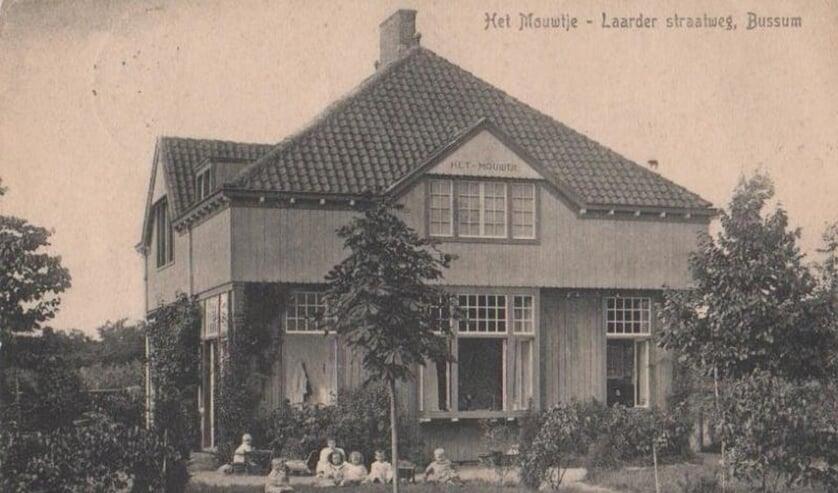 De orginele villa Het Mouwtje wordt monument.