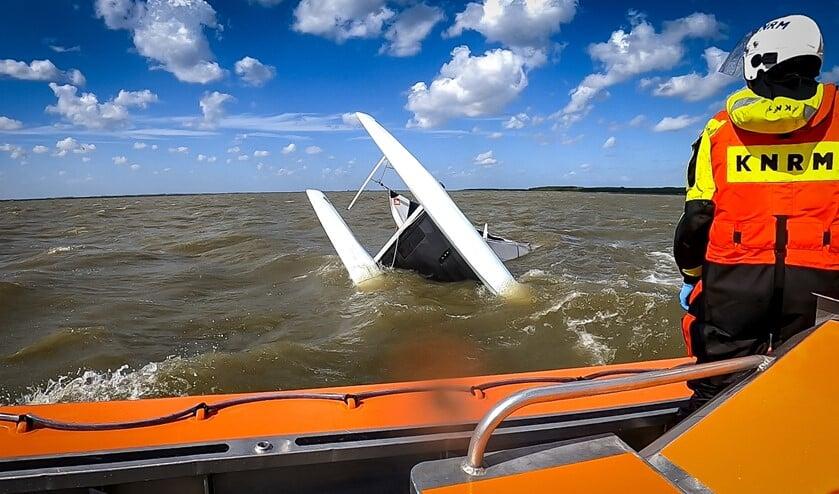 Onder andere twee catamarans raakten zaterdag in problemen door de verraderlijke wind.
