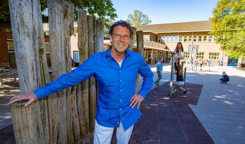 Henk Makker stopt als directeur van de katholieke basisschool De Hoeksteen.