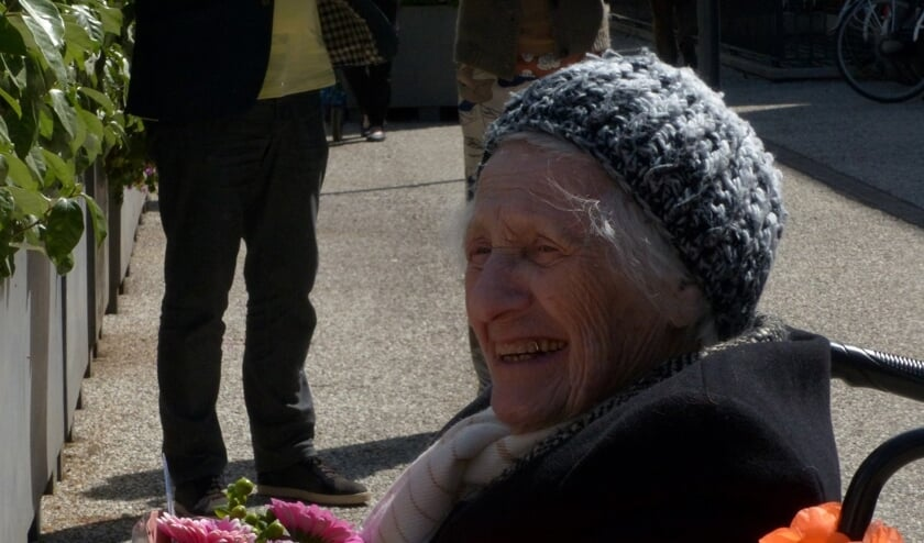 Mevrouw Van der Swan (93).