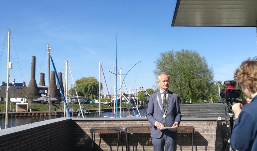 De opname van de opening door burgemeester Niek Meijer.