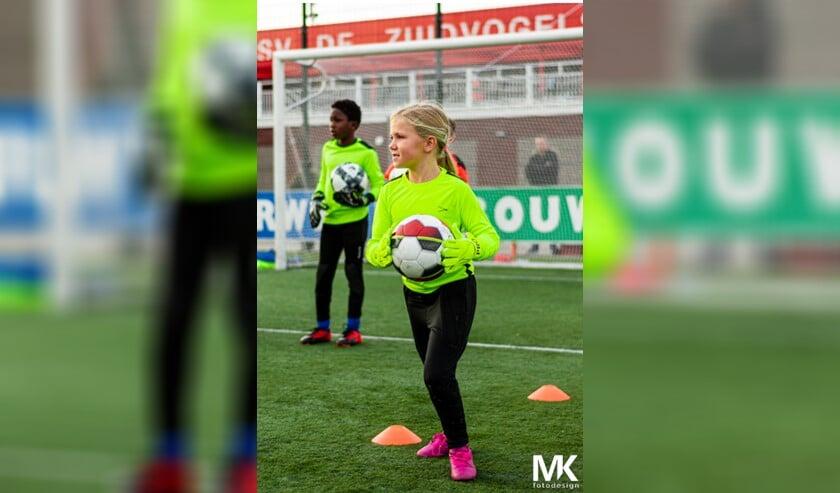 Keepster Tess van HSV De Zuidvogels uit een MO09-team.