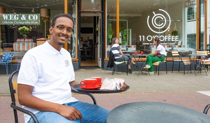 Ahmed Hussein was net twee weken eigenaar van zijn koffiebar toen de coronacrisis roet in het eten gooide.