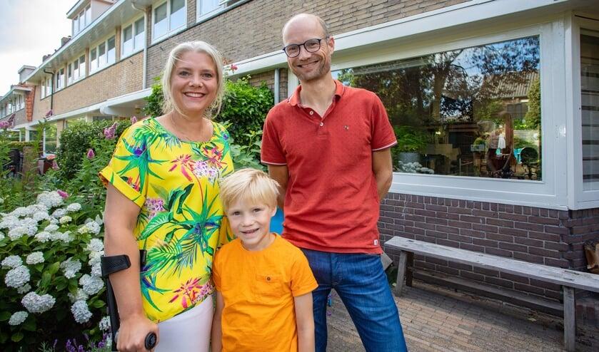 Oud-wethouder Marleen Sanderse samen met haar man Herman en zoon Pieter.