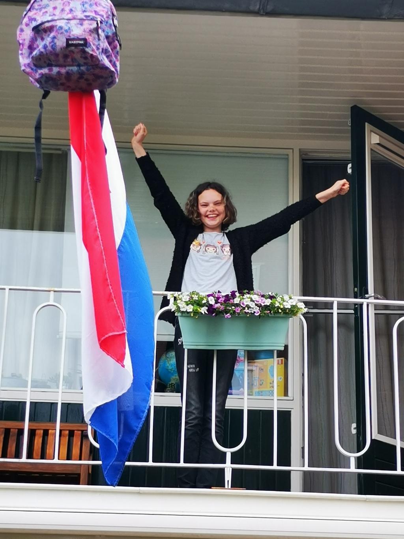 'Zeer trots zijn wij op onze dochter', laten de ouders van Lauren de Vries weten. Zij is geslaagd voor haar Vmbo T-diploma op de Fontein in Bussum.  © Enter Media