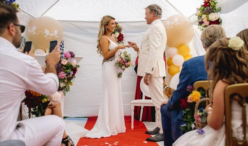 Het huwelijk van Liesbeth en Roland.