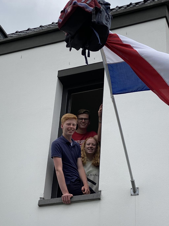 Drie geslaagden in Huize de Groot! - Maurits (VWO) Reinout (VMBO-TL) en Leonore (VMBO-TL). Foto:  © Enter Media
