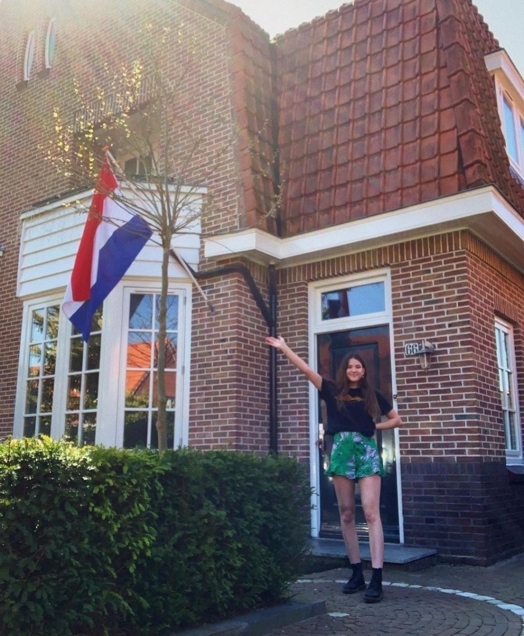 Emma Frank uit Bussum heeft haar HAVO diploma in the pocket! @ATC Hilversum  © Enter Media