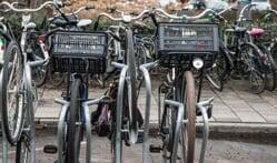 Een fiets met een krat, zitje of een rek: waar stal je die?