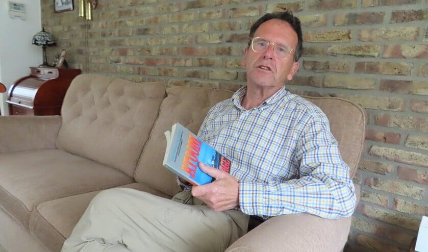 Frits Veerman beschreef zijn verhaal al eens in een boek: Atoomspionage.