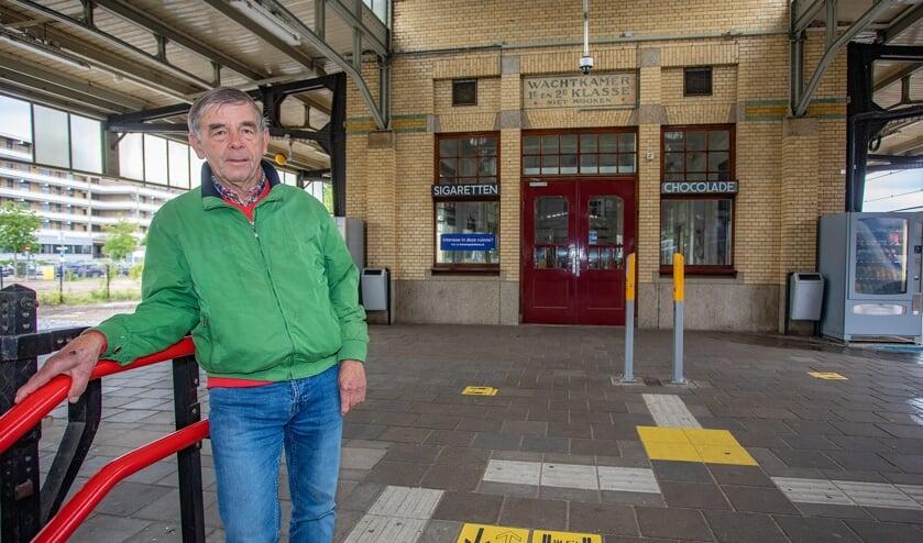 Gijs Lamsvelt is boos dat ProRail/NS de verwarmde stationsrestauratie hebben wegbezuinigd.