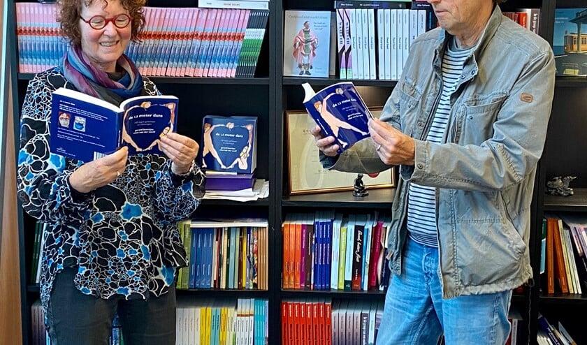 Elize van der Werff en Gerard Beentjes met hun boek De 1,5 meter dans.