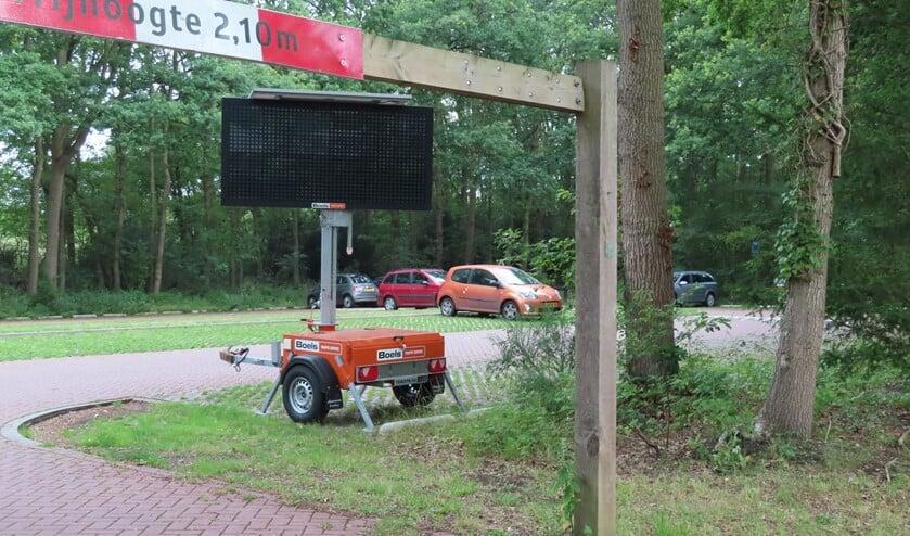 <p>De parkeerplaats van zwembad Sijsjesberg in Huizen wordt ingericht voor een tweede coronateststraat van de GGD. </p>