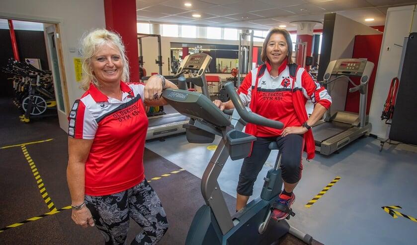 Janneke Schaap (l) en Dorine van der Slooten in hun sportschool.