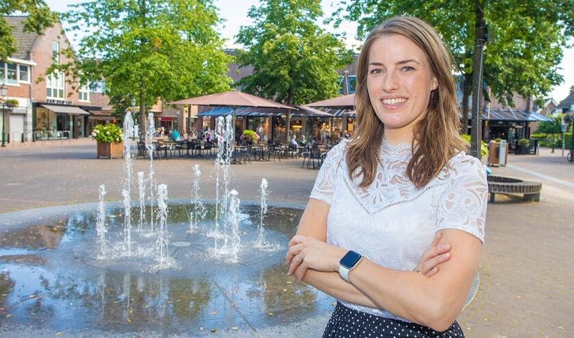 Patricia op het Oude Raadhuisplein, waar ze als stadsmanager contacten onderhoudt met de ondernemers.
