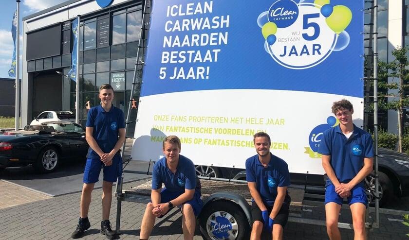 Het team van iClean Carwash in Naarden.