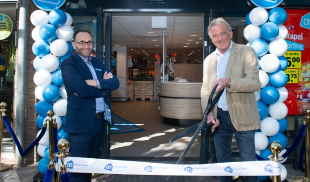 De winkel werd geopend door supermarktmanager Mohamed Albadichi en bovenbuurman Luc Bosch en