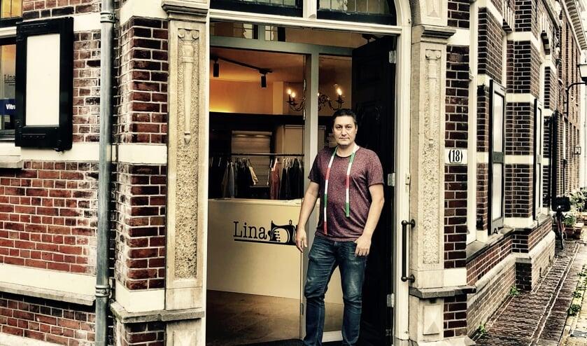 Mehmet Agircan bij zijn atelier aan de Pastoorstraat.