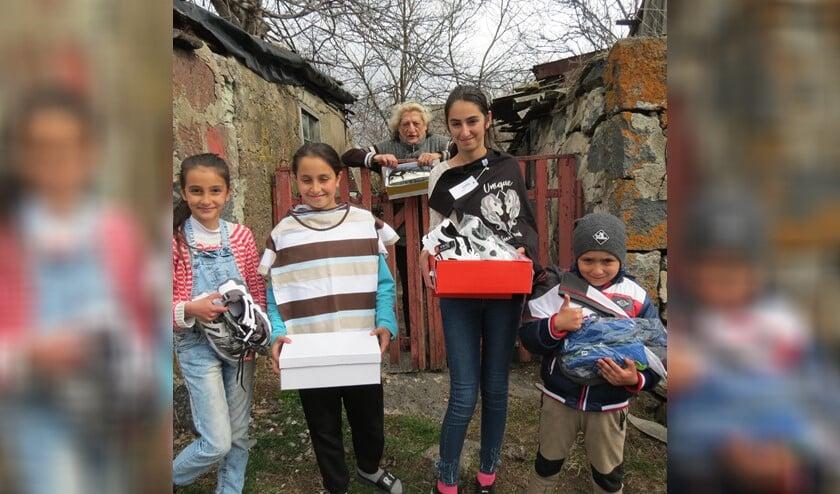 Nieuwe schoenen voor de meest behoeftige mensen in Armenië dankzij Pax kinderhulp Eemnes.
