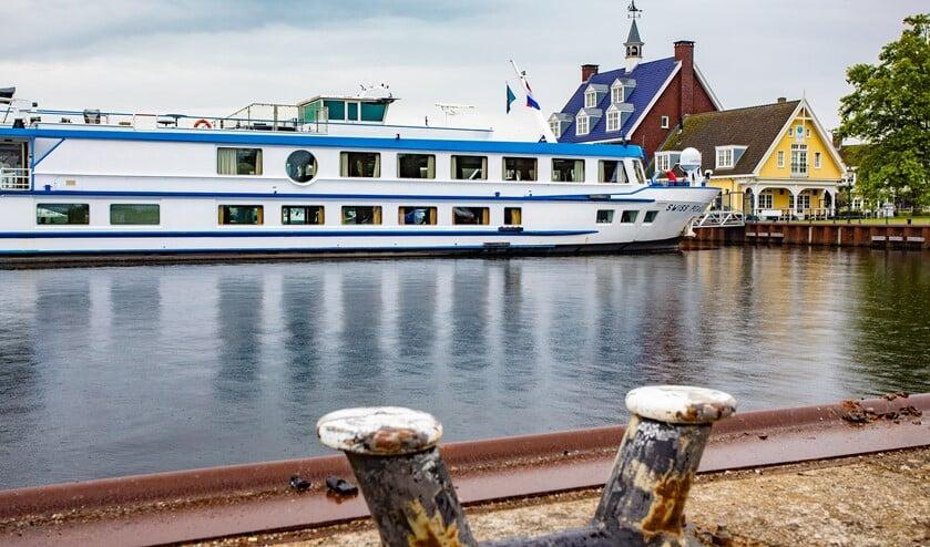 De cruiseboot blijft als drijvend hotel tot in ieder geval 31 juli liggen.