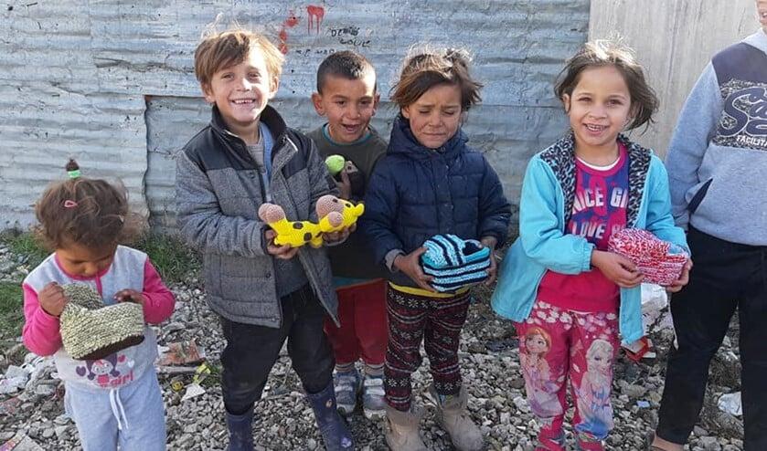 <p>De kinderen zijn blij met het speelgoed uit Nederland.</p>