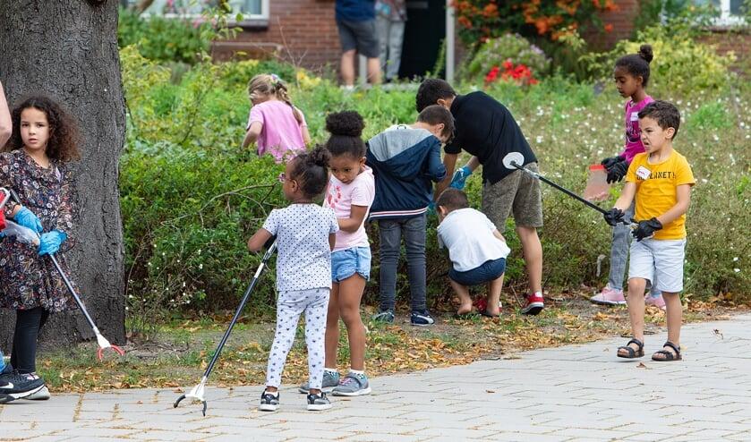<p>Veel kinderen trokken de wijk in.</p>