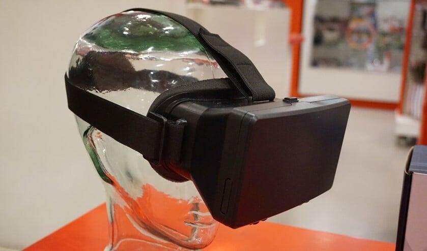 Met behulp van een virtual realitybril kunnen mantelzorgers in de huid van iemand met dementie kruipen.