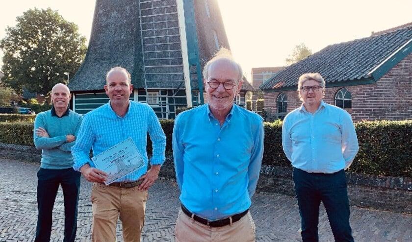 V.l.n.r. Het nieuwe bestuur met Hans Broekhuisen, Rogier Vos, Rik Kloos en Richard Flipse.