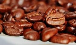 Koffie drinken uit herbruikbare beker of wegwerp?