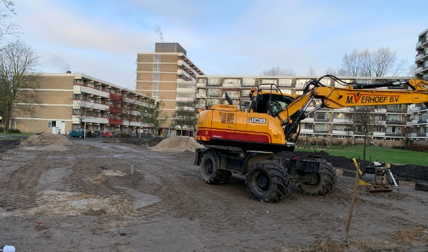 <p>Werkzaamheden voor de aanleg van de tijdelijke parkeerplaats.</p>