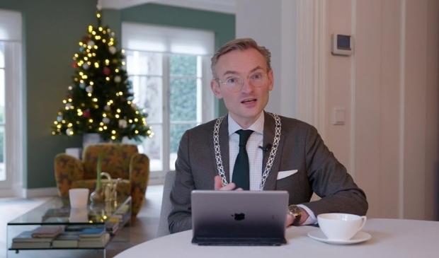 <p>Burgemeester Nanning Mol heeft digitaal de inwoners van Laren toegesproken voor het nieuw jaar.</p>