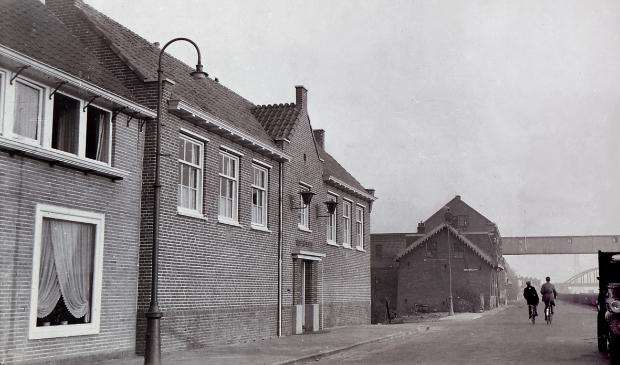 <p>Het bureau van de Rijkspolitie Diemen aan de Muiderstraatweg 13, circa 1954.</p>