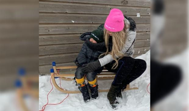 Een lief 'stilleven' van mij en m'n neefje samen in de sneeuw.     Foto: Ramona Deinum © Enter Media